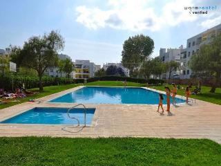 Marley Green Apartment - Armação de Pêra vacation rentals
