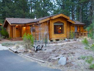 Sisters Tollgate Cabin with Hot Tub & WiFi - Sisters vacation rentals