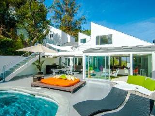 Bright & chic Beverly Hills Modern Mansion is all California glamour, with heated pool & spa - West Hollywood vacation rentals