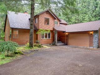 Salmon River Lodge - Fireplace, Hot Tub, Game Room - Mount Hood vacation rentals