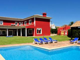 Holiday home with pool and garden near silves - 15 minutes to the beach  - PT-1078911-Silves, Albufeira - Albufeira vacation rentals
