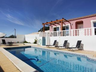 Beautiful and traditional villa  in a great location near the beach - PT-1078912-Vale De Parra / Albufeira - Patroves vacation rentals