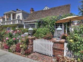Charming 3,400 sq. ft. 4BR / 3BA Upgraded Cottage w/ Ocean Views (3780564) - Newport Beach vacation rentals