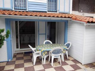Little house with a terrace at Seignosse Océan - Hossegor vacation rentals