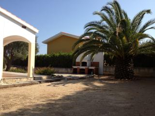 Peaceful villa with private, furnished back yard, 800 meters from the beach - Valencia Province vacation rentals