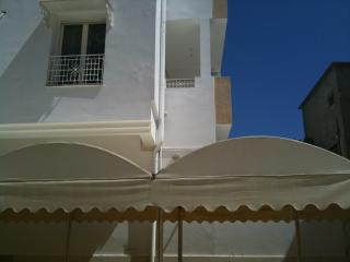 3-room apartment for 6 people, with furnished balcony, in the heart of Tunis - Tunisia vacation rentals
