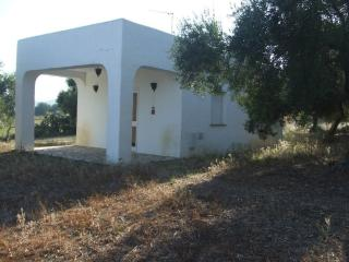 In Arcos de la Frontera, an air-conditioned bungalow with shared  garden and pool - Costa de la Luz vacation rentals