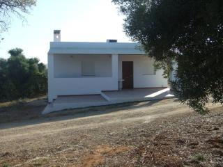 In the heart of Arcos de la Frontera, 75 m² chalet with shared pool - Costa de la Luz vacation rentals