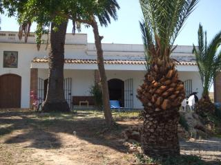 At the heart of Arcos de la Frontera, a typical Andalusian four-bedroom house with shared pool - Algeria vacation rentals