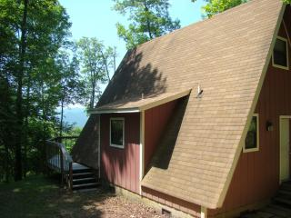 BEAR HAVEN CHALET secluded near Lake Nantahala - Bryson City vacation rentals