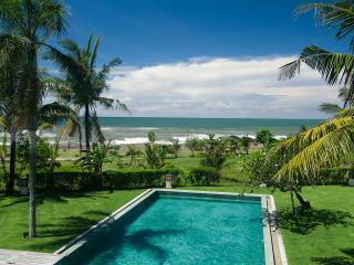 Beachfront luxury 6 bedroom villa - Pererenan vacation rentals