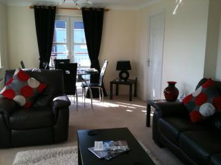 A beautiful modern two bedroom apartment with views of Poole harbour - Poole vacation rentals