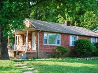 3 BR home great Nhood near UNCG, Coliseum,downtown - North Carolina Piedmont vacation rentals