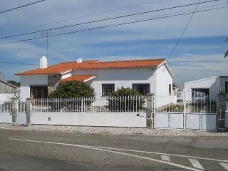 Stay Near Azenhas do Mar / Sintra - Torres Vedras vacation rentals