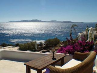 The upper- left villa in the Parenthesis cluster, Leto shares a saltwater swimming pool. LIV LET - Mykonos vacation rentals