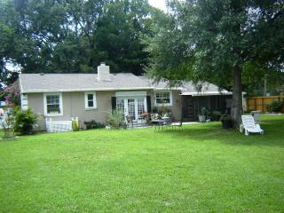 Titusville Home Away From Home! Free Phone & WiFi! - Titusville vacation rentals