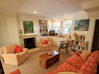 Chesson Road, (IVY LETTINGS). Fully managed, free wi-fi, discounts available - London vacation rentals