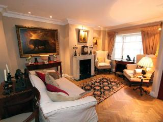 Donne Place (IVY LETTINGS). Fully managed, free wi-fi, discounts available - London vacation rentals