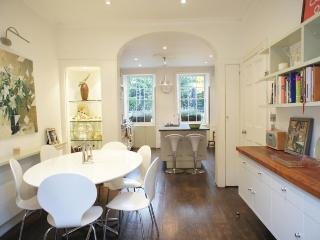 Park Road, (IVY LETTINGS). Fully managed, free wi-fi, discounts available. - London vacation rentals