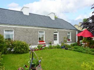 KATIE'S COTTAGE, open fire, traditional features, rural views in Kilrush, Ref.25179 - Kilrush vacation rentals