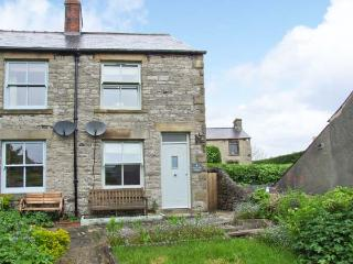 4 CHERRY TREE COTTAGES, woodburning stove, lawned garden, furniture, WiFi, Ref 30477 - Peak District vacation rentals