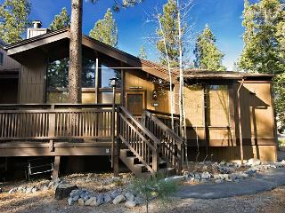 Peaceful upgraded condo- deck, gas fireplace, BBQ, adirondack chairs - South Lake Tahoe vacation rentals