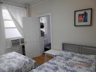 Midtown 6th Ave, Charming Clean 1 bedroom. 1 min to subway & Empire State Building - New York City vacation rentals