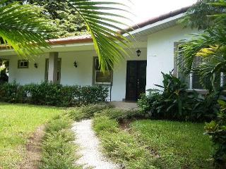 Casa Wessinger - Walk to the beach! - Playas del Coco vacation rentals