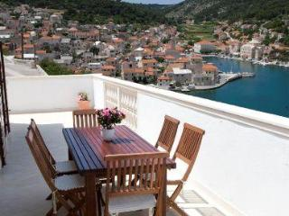 Three-bedroom Apartment with Fabulous Sea Views - Sumartin vacation rentals