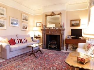 Purser's Cross Road, (IVY LETTINGS). Fully managed, free wi-fi, discounts available. - London vacation rentals