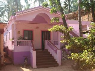 Pink House, Mandrem beach, Chill-out. from Goa.Su - Goa vacation rentals