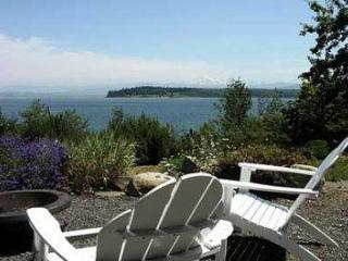 Boutique Oceanfront . Landscaped Grounds. Hot Tub! - Lummi Island vacation rentals