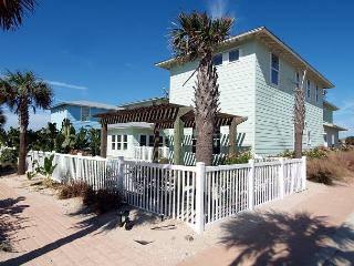 Bring the whole family! 10 bedrooms / 8 bathrooms with a private pool!!! - Port Aransas vacation rentals
