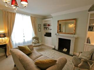 Belgrave Road, (IVY LETTINGS). Fully managed, free wi-fi, discounts available - London vacation rentals