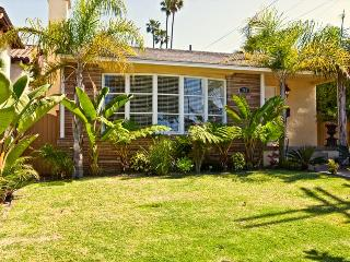 HBA Awesome 3 Bed Gem - Standalone Home with Large Yard, still available in August! - Los Angeles County vacation rentals