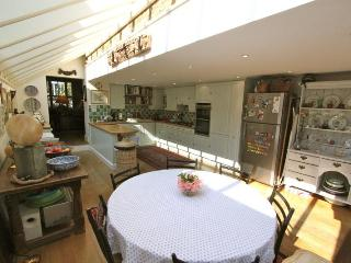 Waterford Road,  (IVY LETTINGS). Fully managed, free wi-fi, discounts available. - London vacation rentals