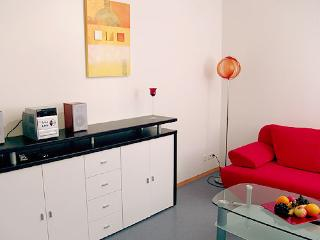 Vacation Apartment in Konstanz - 409 sqft, beautiful, modern, quiet, central (# 1410) - Oberstdorf vacation rentals