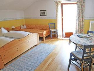 Guest Room in Höslwang - 280 sqft, large backyard/farm, children welcome (# 2180) - Bavaria vacation rentals