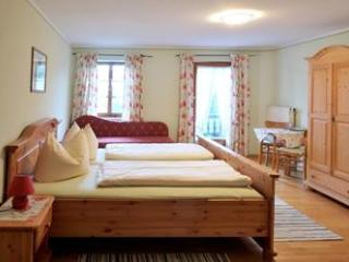 Double Room in Höslwang - large backyard/farm, children welcome (# 2177) - Hoslwang vacation rentals