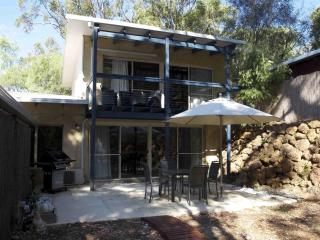 Chalet Taj & spa in town but surrounded by forest. - Margaret River vacation rentals