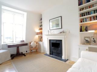 Prince of Wales,  (IVY LETTINGS). Fully managed, free wi-fi, discounts available. - London vacation rentals