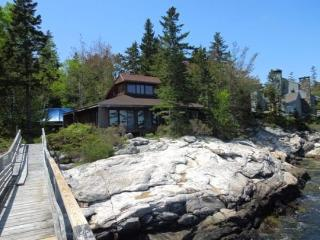 DOC'S PLACE| SOUTHPORT ISLAND | NEAR CAPE NEWAGEN | CONTEMPORARY COTTAGE| SUNKEN STONE FIREPLACE | PRIVATE FLOAT & DOCK |  - Boothbay vacation rentals
