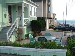 120/Vicky by the Sea *PETS/ WALK TO BEACH* - Santa Cruz vacation rentals