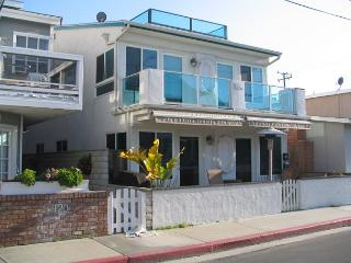 Spacious 3 Bedroom Upper Duplex! Ocean View! (68232) - Newport Beach vacation rentals