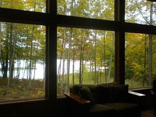 Lakeside Serenity on Davis Lake in Maple City - Traverse City vacation rentals