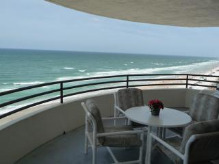 OCEANFRONT CONDO/Free WiFi, 3 HD TVs - NON-SMOKING - Daytona Beach vacation rentals
