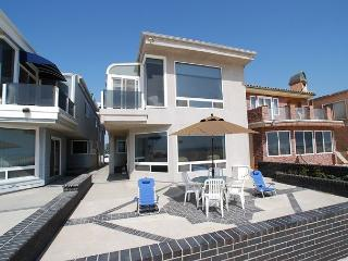 Great 5 Bedroom Oceanfront Lower Unit of a Duplex! Patio & Views! (68116) - Newport Beach vacation rentals