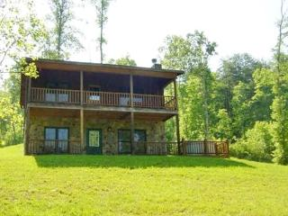 KINGDOM CABIN #2*TOTALLY SECLUDED~3BR~2 BA~CABIN WITH CREEK~HOT TUB~CHARCOAL GRILL~FIREPLACE~FIRE PIT~PET FRIENDLY~SLEEPS 8~ONLY - Blue Ridge vacation rentals