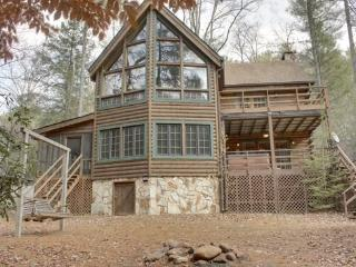 RUSTIC RIVER LODGE*3 BR~3 BA~CABIN SITTING ON THE TOCCOA RIVER~LOG CABIN~SLEEPS 10~POOL TABLE~PING PONG TABLE~SAT TV~WOOD BURNIN - Blue Ridge vacation rentals