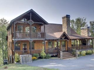 THE CREEKHOUSE*4 BR~3.5 BA~CABIN WITH BREATH TAKING MOUNTAIN VIEWS~WIFI~POOL TABLE~HOT TUB~GAS GRILL~PET FRIENDLY~GAS LOG FIRE P - Blue Ridge vacation rentals